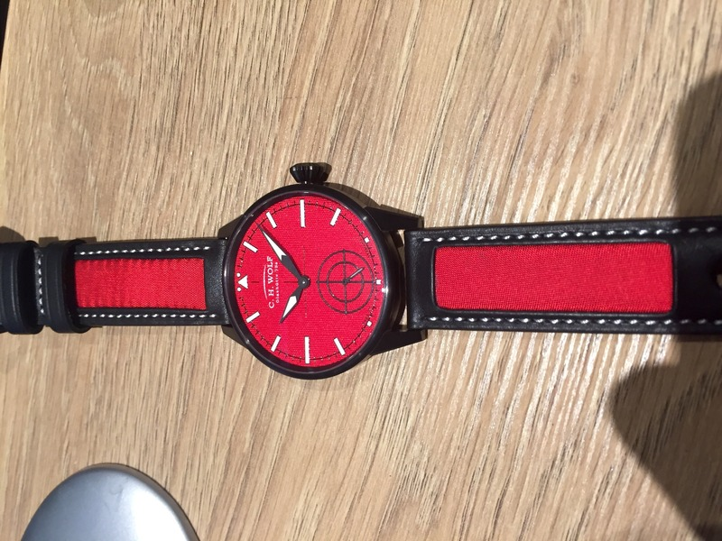 C_H_WOLF_Pilot RED_strap